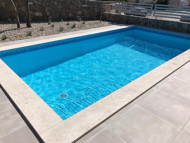 Moderne Wohnung in einem neuen Gebäude mit Pool und ...