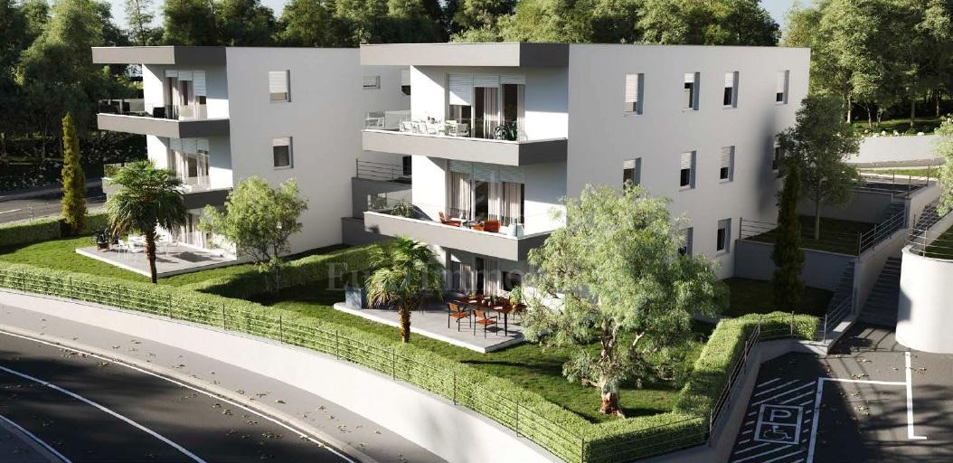 Novgradnja, grad Krk, apartman s velikom okućnicom