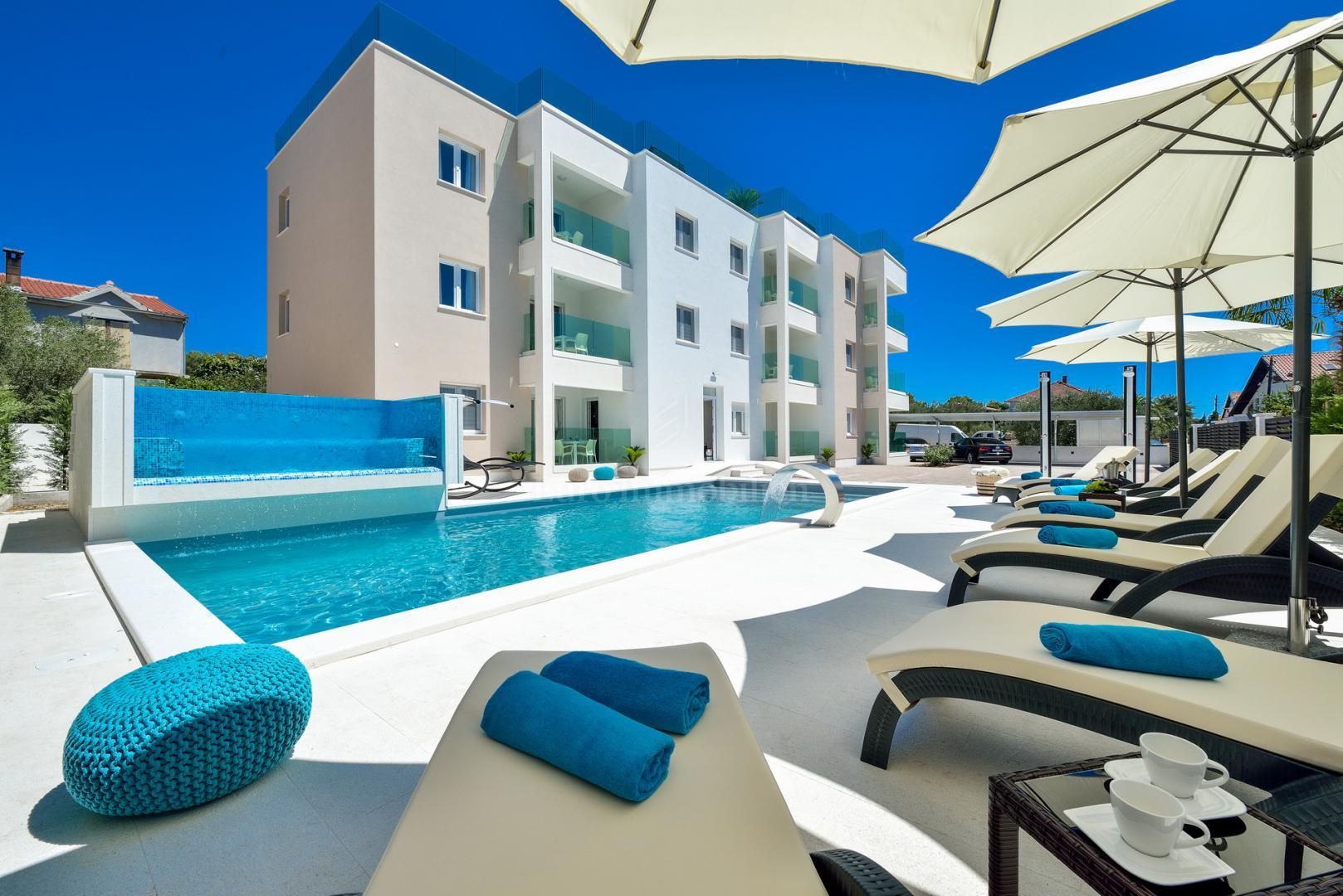 Lussuosa Villa Con Sei Appartamenti Piscina E Terrazza Sul