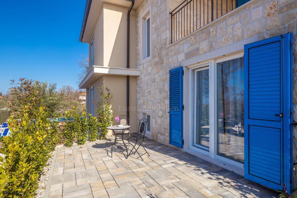 Luksuzno opremljena nova kamena kuća