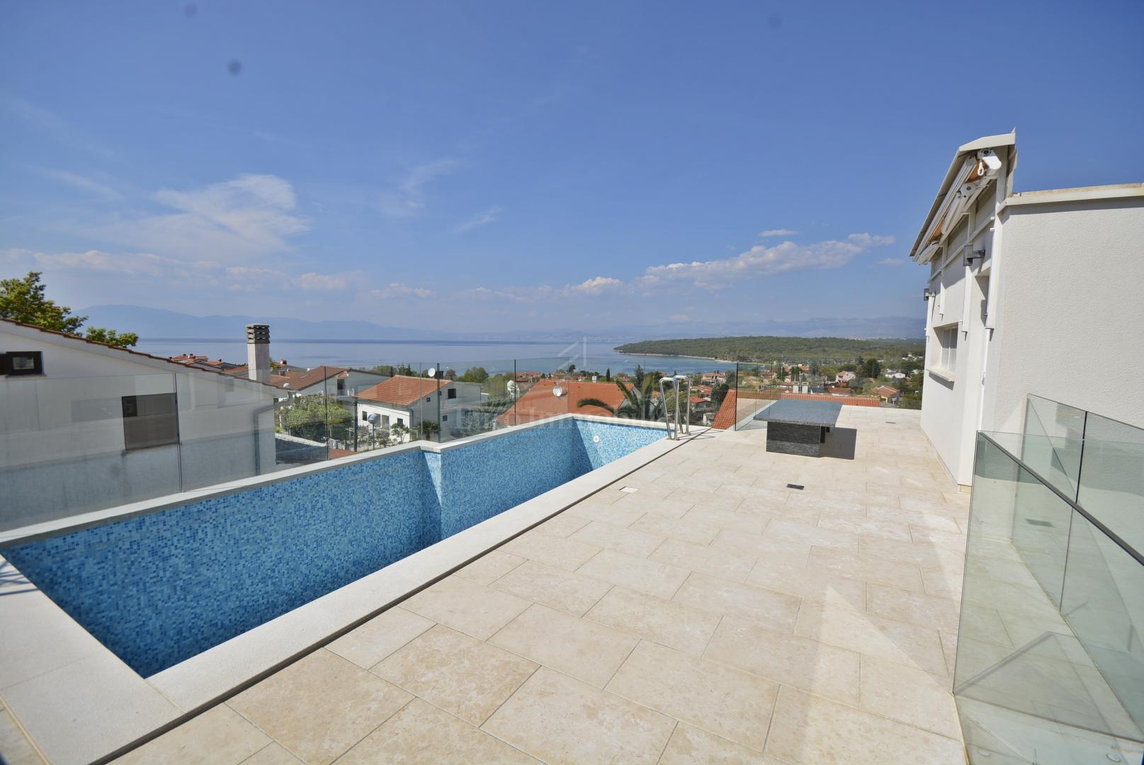 Luxury apartment with swimming pool and beautiful sea view