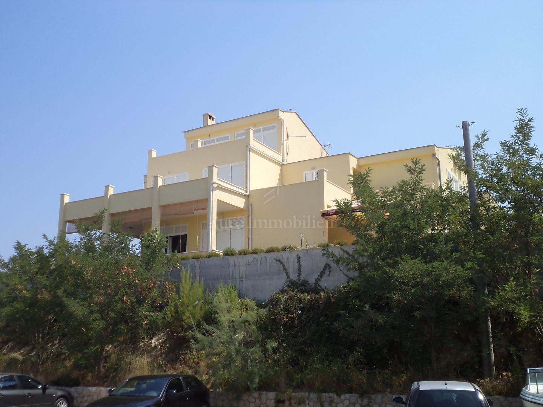 Apartmanska kuća na moru