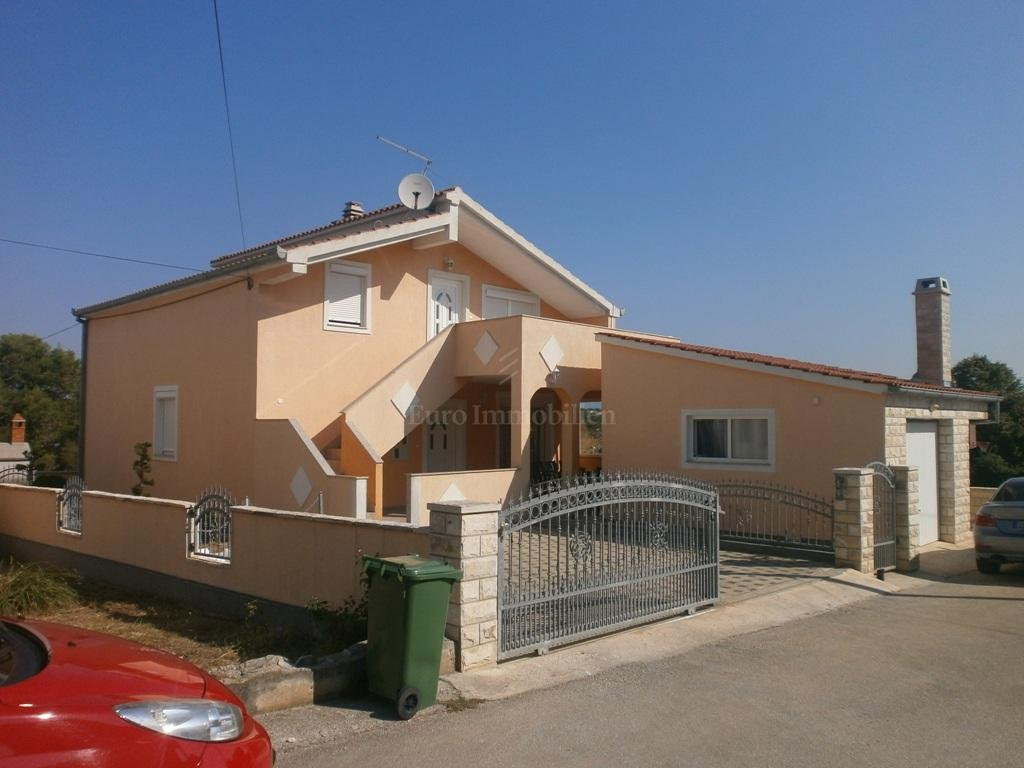 Detached house in a quiet location