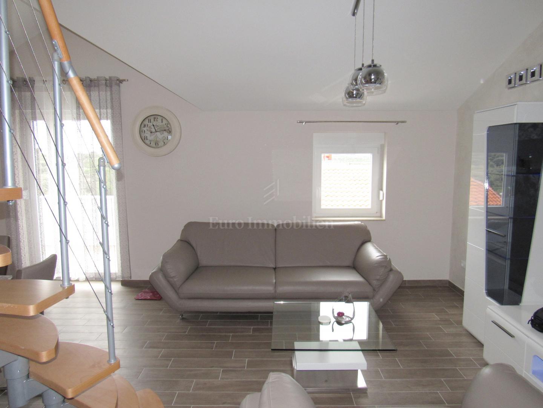 Appartamento con due camere da letto con galleria e vista ...