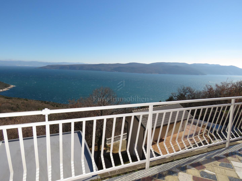 Kuća sa četiri apartmana i fantastičnim pogledom na more
