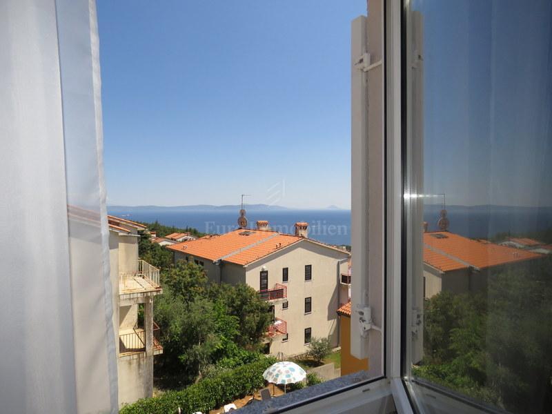 Apartman na drugom katu s pogledom na more