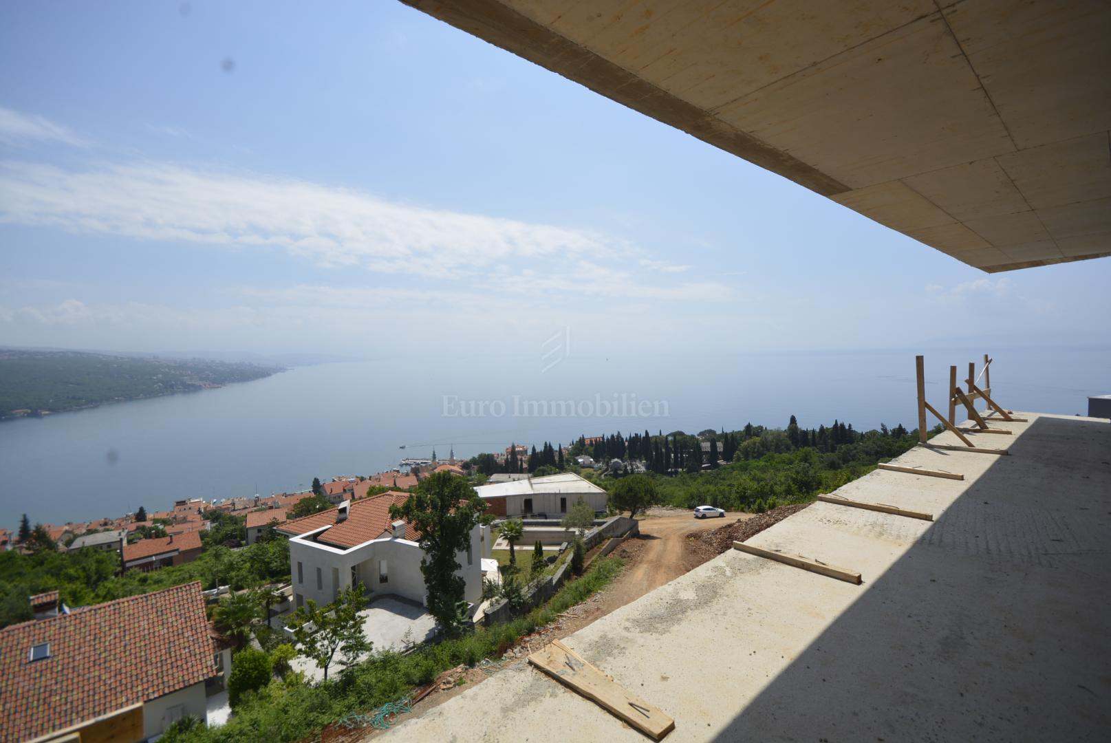 Prostrani Penthouse s pogledom na more! Novogradnja!