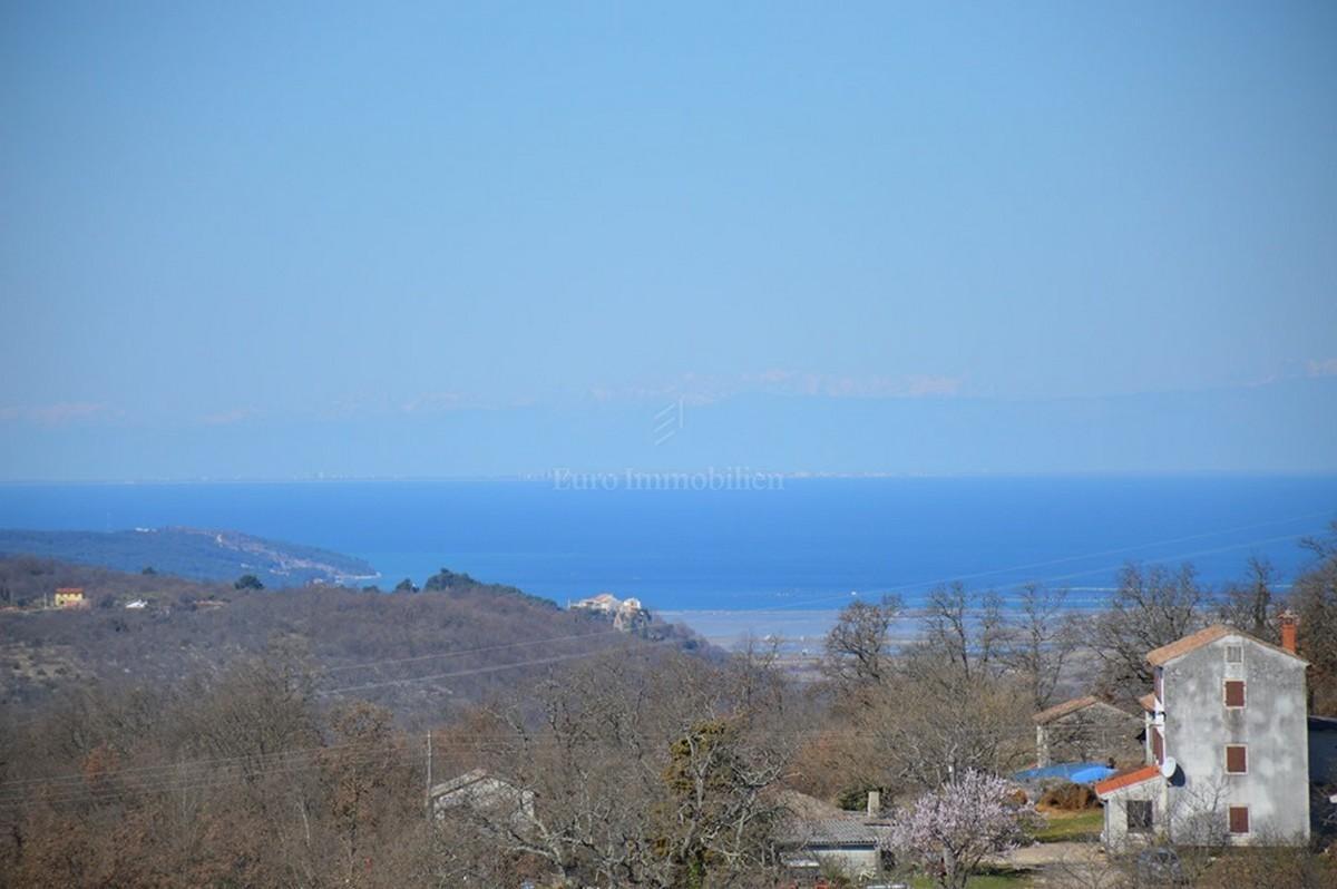 Građevinsko zemljište s pogledom na more i alpe