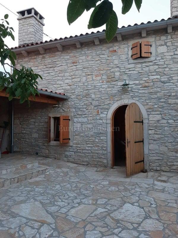 Prekrasno renovirana istarska kuća rustikalnog stila