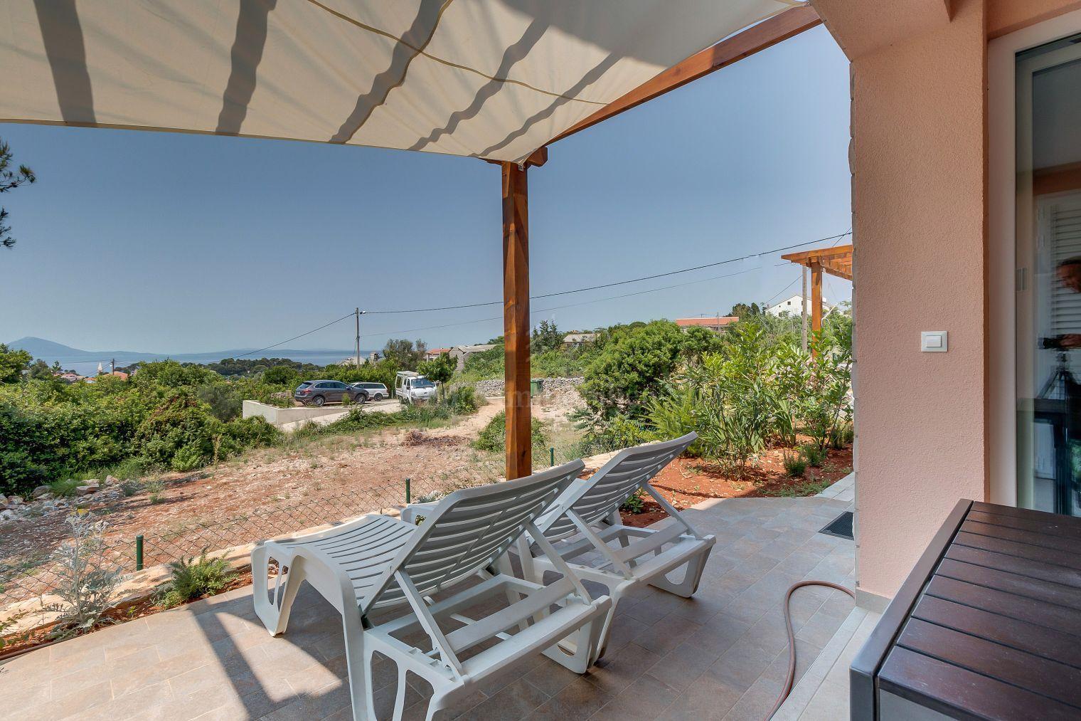 Predivan troetažni apartman s pogledom na more!