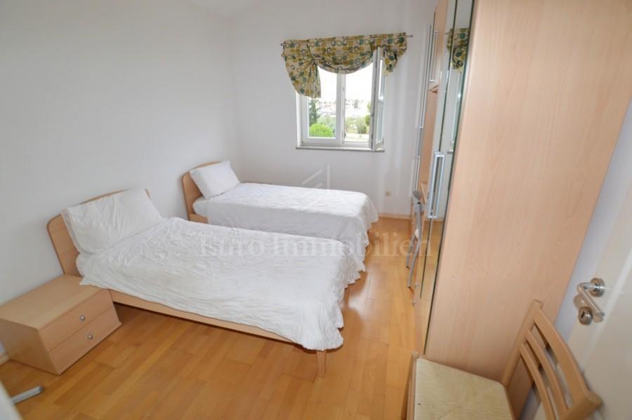 Dvosoban stan s pogledom na marinu, Novigrad, Istra