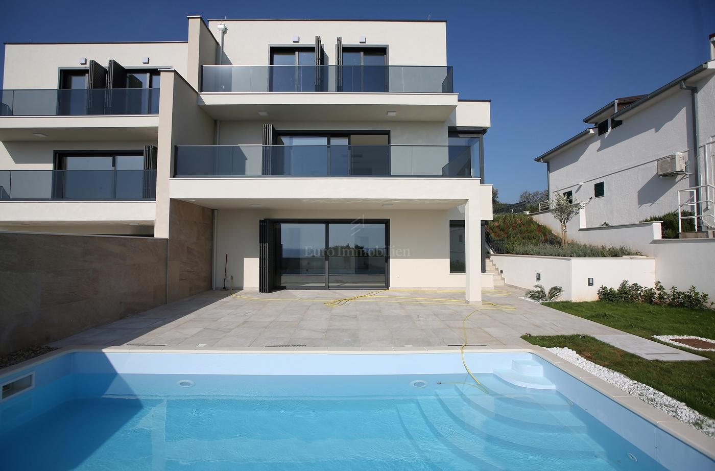 Semi-detached house in construction 250m from the sea
