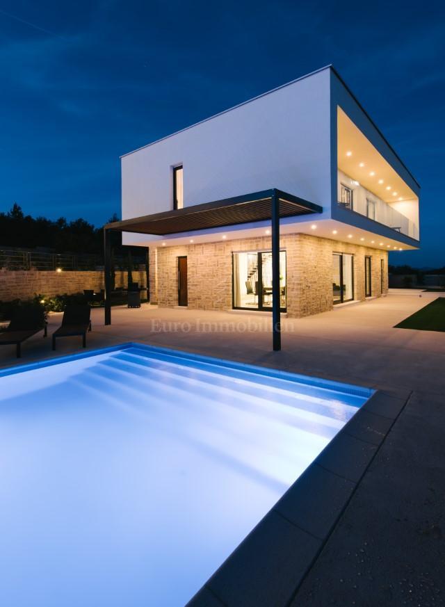 Moderna villa sa prekrasnim pogledom na more