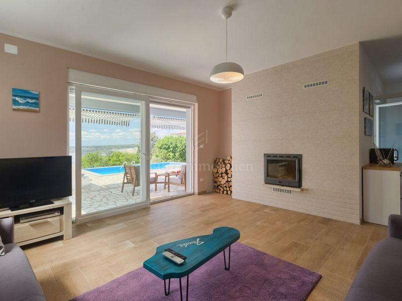 Moderna vila s bazenom i pogledom na more!
