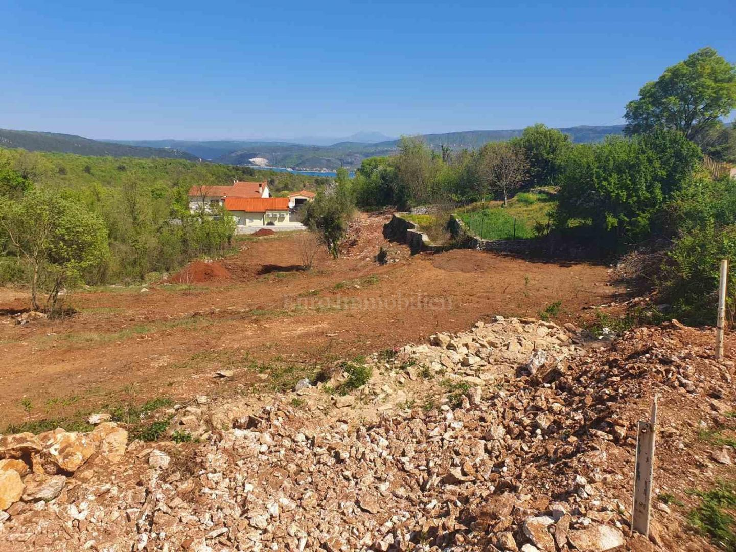 Attractive building plot in Istria with a beautiful sea view