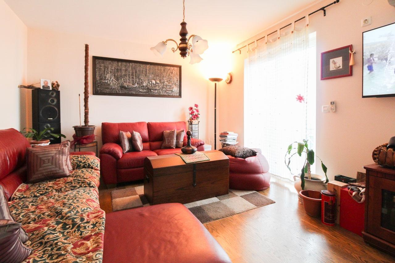 Ičići, kuća s 5 stanova, 280 m2, s okućnicom