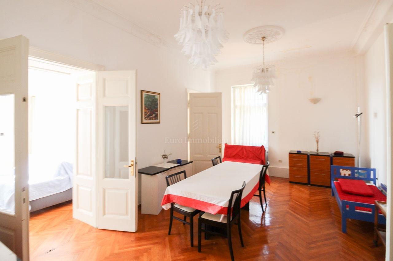 Opatija, četverosobni stan s dnevnim boravkom, 147 m2