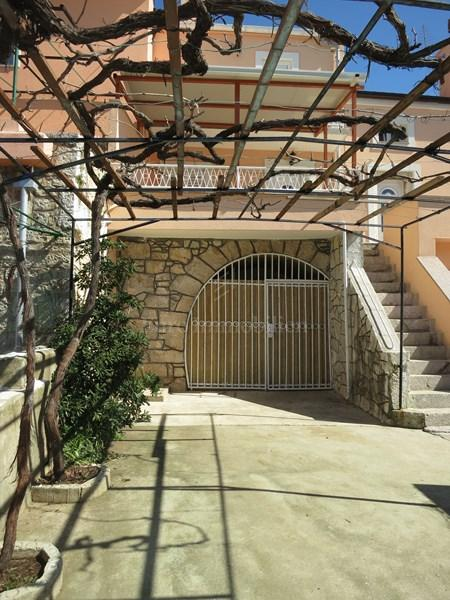 Punat, adaptiertes steinhaus mit privatem garten und parkplatz!