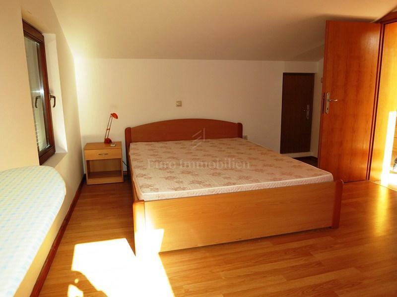 Cittá di krk - appartamento arredato con vista mare! Buona posizione!