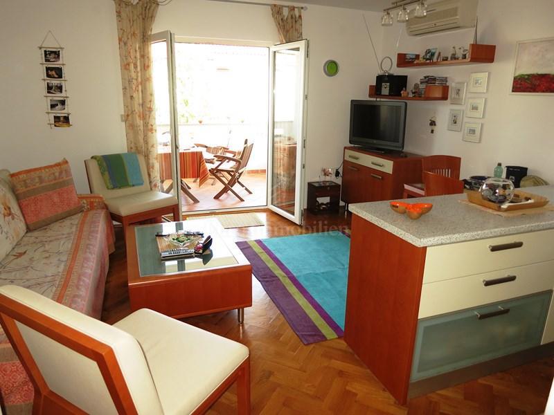 Dvosobni apartman na odličnoj lokaciji - blizu centra i mora!