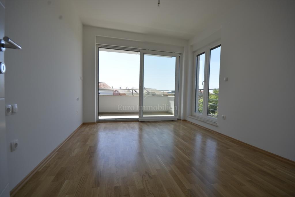 Dvoetažni apartman u modernoj novogradnji