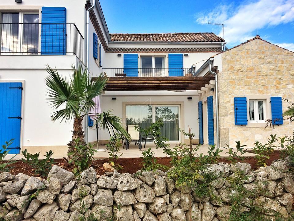 Rustikalna kuća s pogledom na more