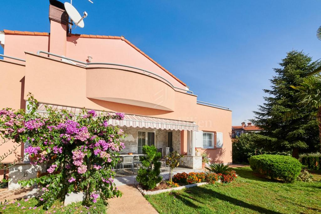 Prostrana villa sa prekrasno uređenom okućnicom