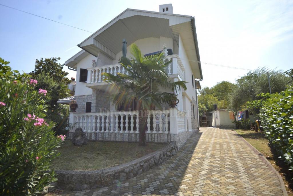 Hiša na mirni lokaciji, približno 700 metrov od morja