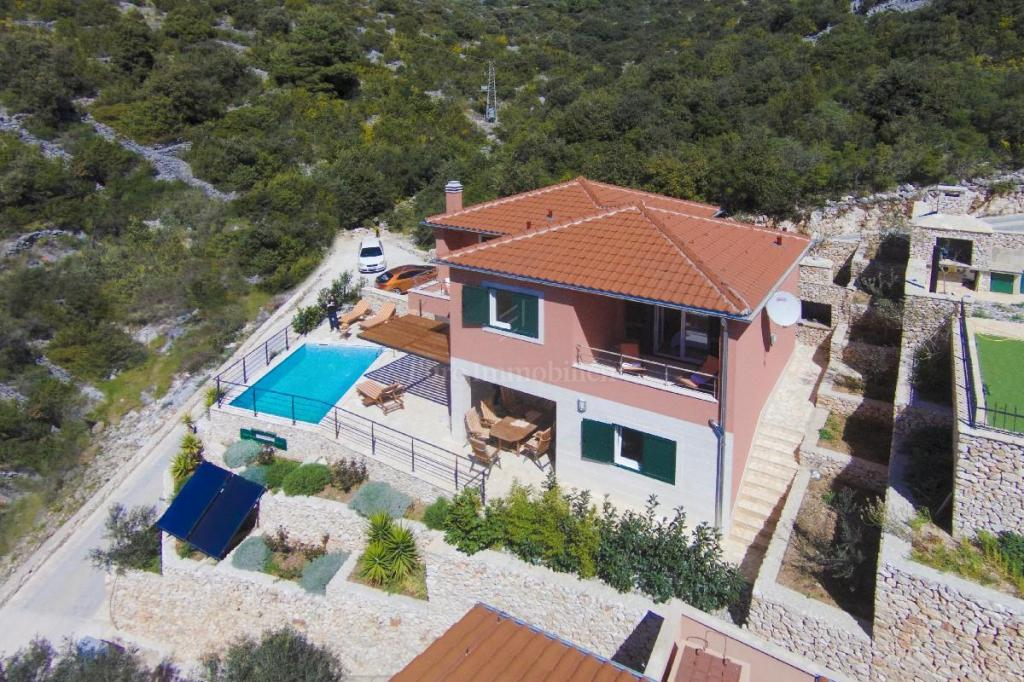 Beautiful villa in an exceptional location 50 m from the sea