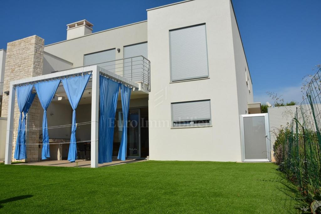 Modernes Doppelhaus mit Meerblick