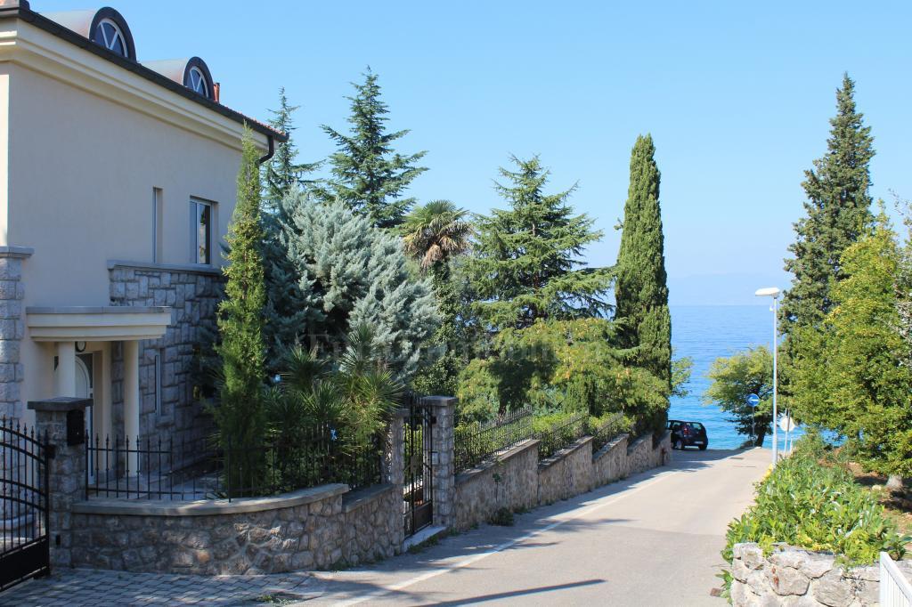 Idilična villa koja pruža potpuni komfor na top lokaciji