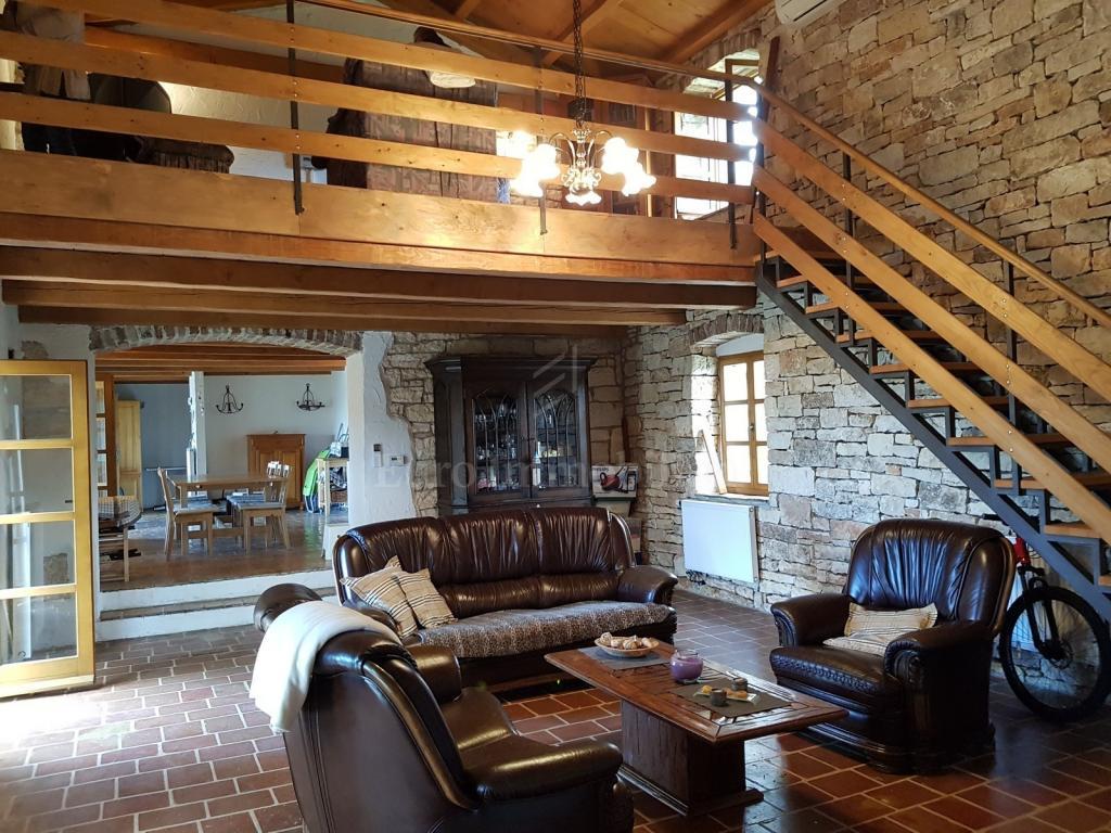 Renovirana kamena kuća idealna za turistički najam