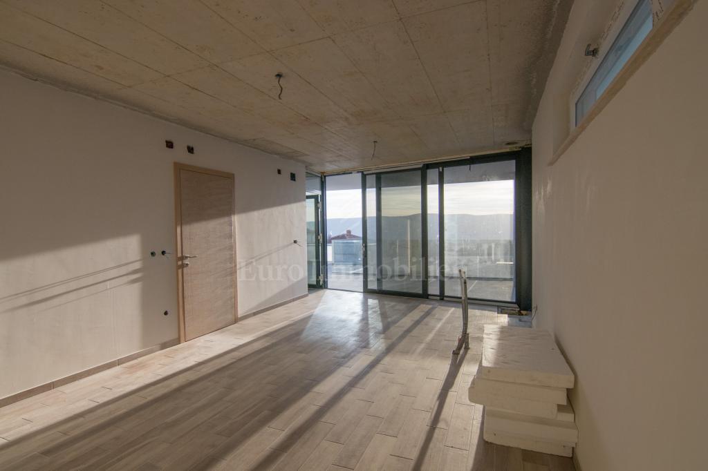 Moderna villa s bazenom i pogledom na more