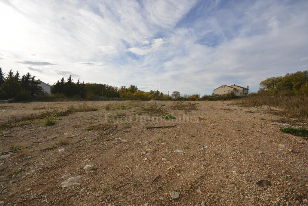 Building plot of 3872 m2
