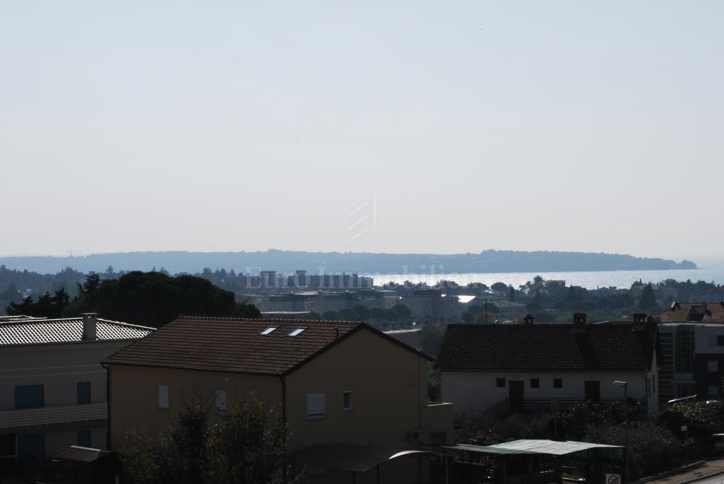 Arredato Penthouse con vista sul mare