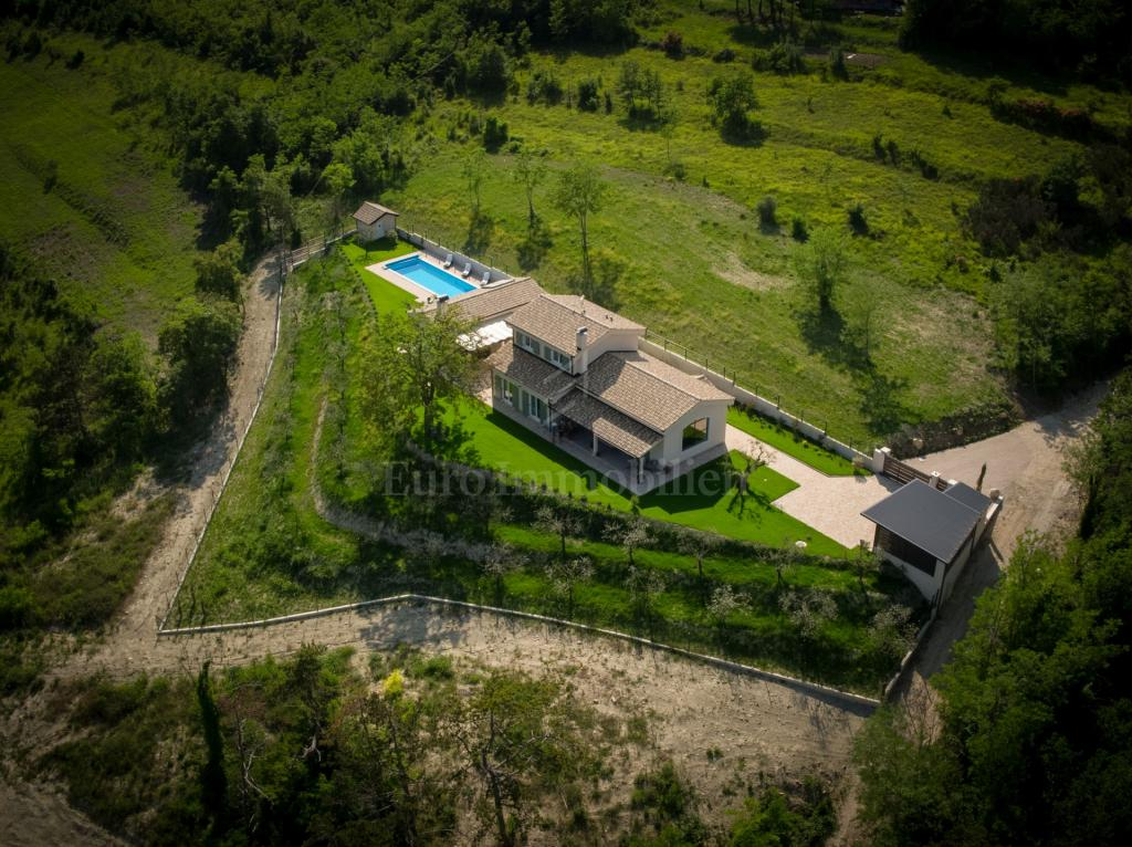 Luxurious property surrounded by olive groves