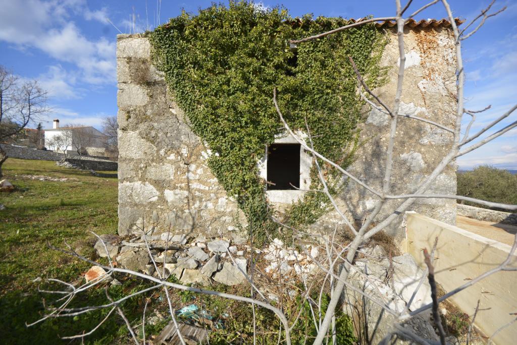 Stara kamena kuća sa projektom rekonstrukcije