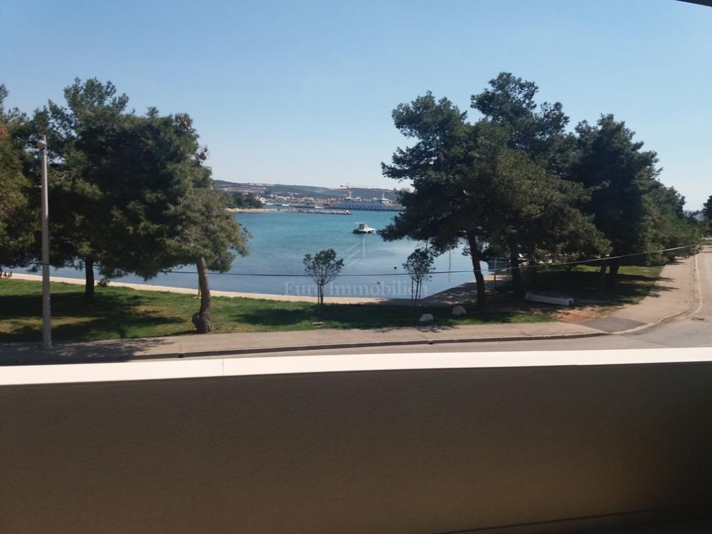 Zadar, new building, penthouse first row to the sea