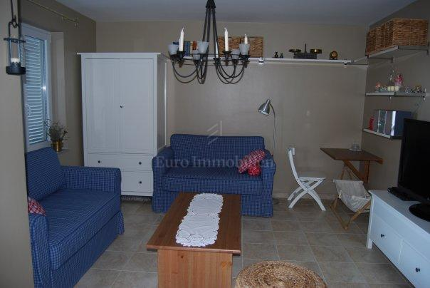Furnished apartment with garden, close to the sea!