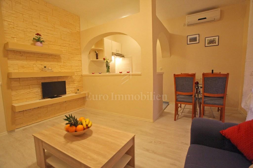 Apartmanska kuća sa sedam apartmana, blizina plaže!