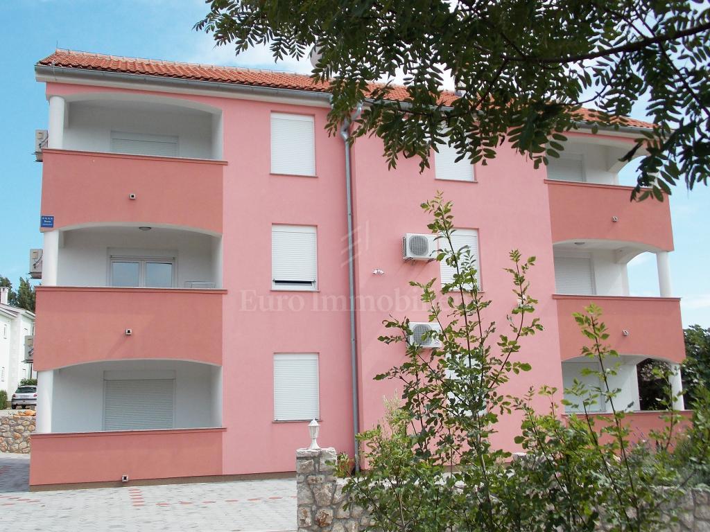 Apartmanska kuća sa šest opremljenih apartmana