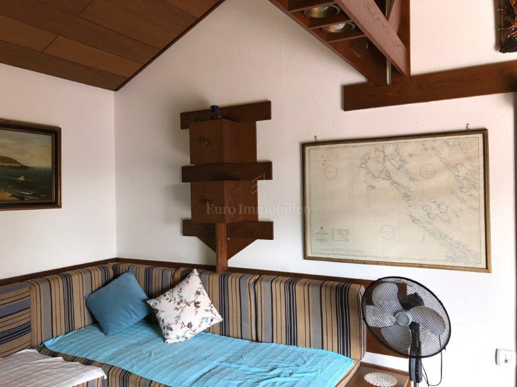 Samostojeća kuća u prekrasnoj uvali na Lošinju