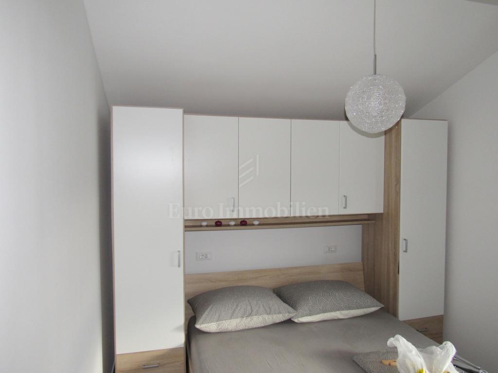 Dvosobni apartman s galerijom i pogledom na more