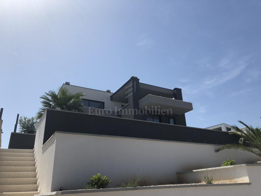 Luksuzni dvoetažni apartman sa bazenom na top lokaciji