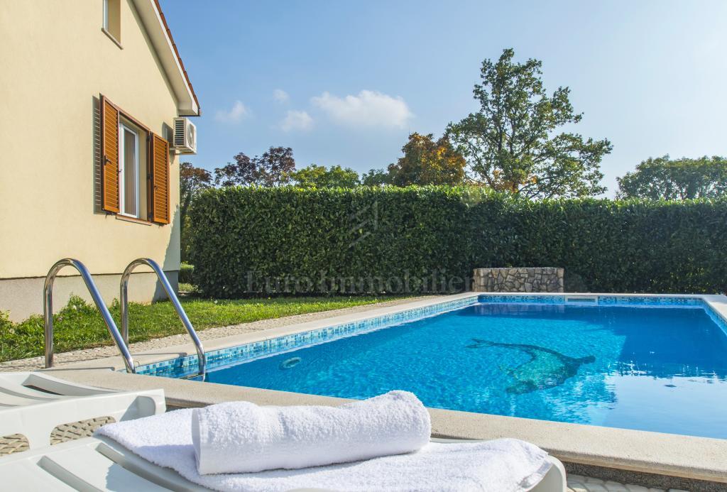 Schönes Haus mit einem Schwimmbad mit einem etablierten Vermietungsgeschäft