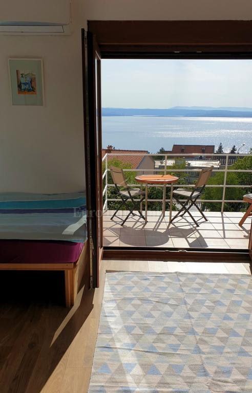 Dvoetažni apartman! Prekrasan pogled na more! Okućnica!