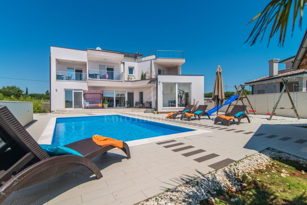 Great investment! New villa overlooking the sea!