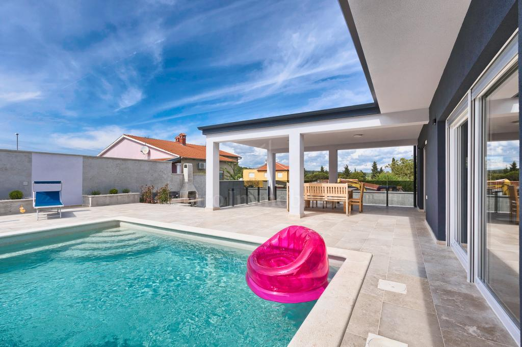New house with pool! Modern design!