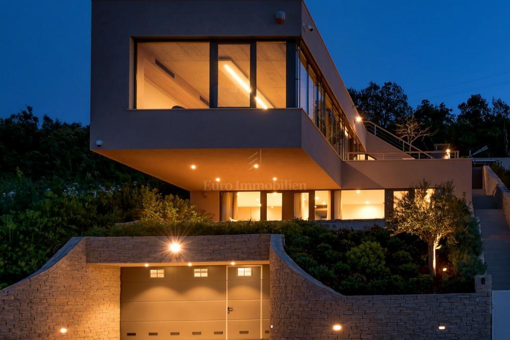 Moderna villa profinjenog dizajna i čistih linija! Blizina mora!