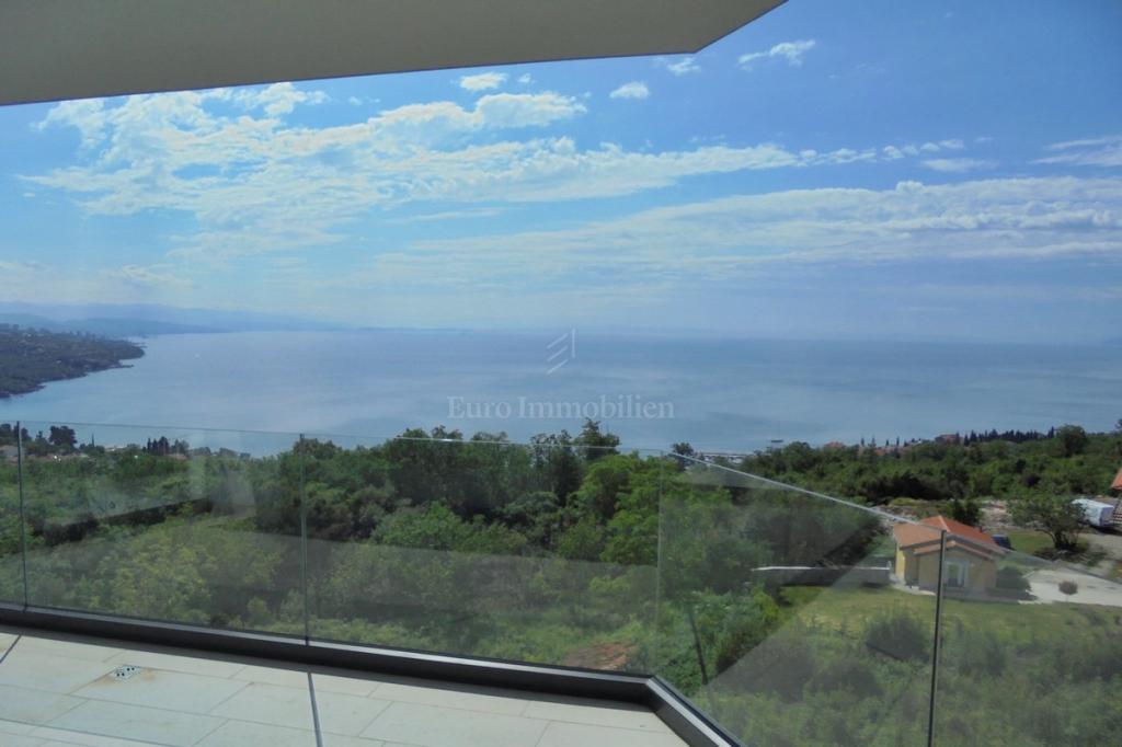 Novi opremljeni apartman s pogledom na more